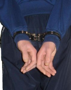 475px-Hinged_Handcuffs_Rear_Back_To_Back